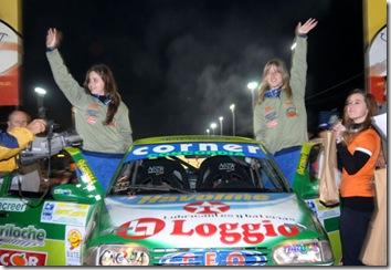 Nadia y Florencia Cutro ovacionadas anoche en la largada simbolica de Monte Caseros